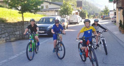 Auf zum Radwandertag der Volksschule ... und danach in die Ferien 2016 ... und dann zum 1. Radkraxla