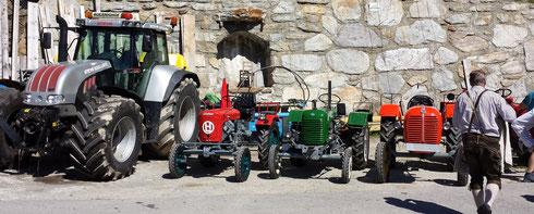 Traktoren im Wandel der Zeit - aber auch die kleinen (so wie der rote Lindner von Wallner Sepp) haben Großes geleistet - und das über Jahrzehnte
