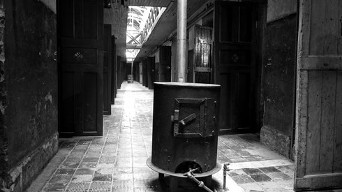 Das Gefängniss von Ushuaia. Auf jedem Gang der Zellenblöcke gab es zwei Öfen, die Zellen waren natürlich unbeheizt.