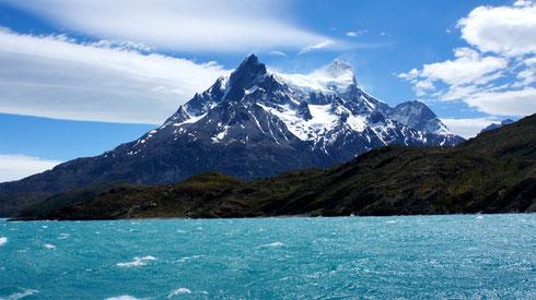 Cerro Peine Grande vom Lago Pehoé aus