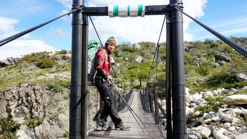 Hängebrücke in Richtung Refugio Cuernos