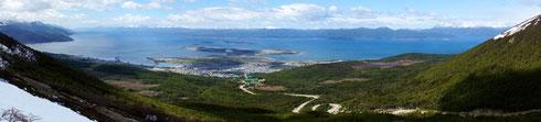 Ushuaia im Panorama, vom oberen Ende der Skipiste aus gesehen.