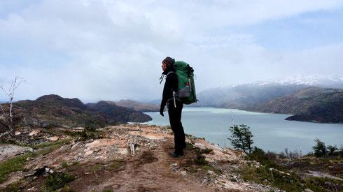 auf dem Weg zum Refugio Grey, rechts der Lago Grey