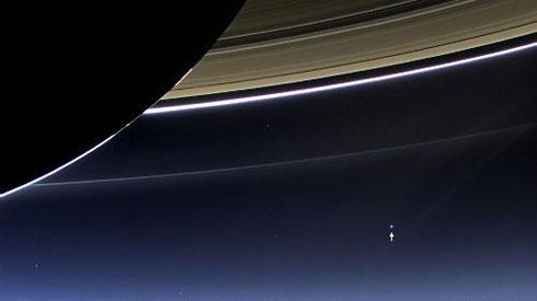 小さな地球(↑の上):朝日新聞デジタル版より