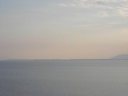 2日 午後4時 湖北「海津大崎」から湖南を望む