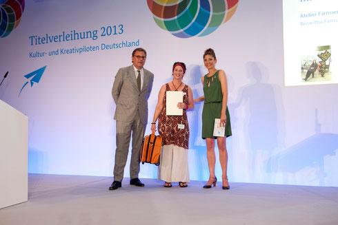 Auszeichnung Kreativpilotin Roswitha Farnsworth mit der Modelliermasse NonaD  2013, www.nonad.de
