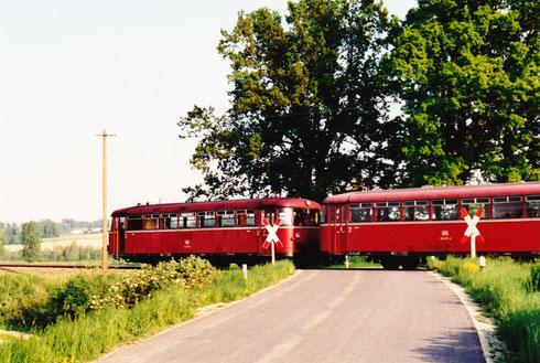 "Freitag, 13. Mai 94 ca. 18:30: Bahnübergang ""Lindenstraße"" in Hebertsfelden"