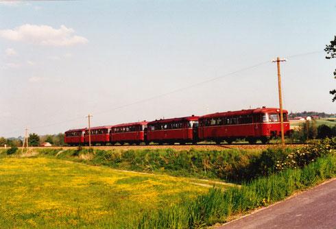 dto. freitags fährt der Schienenbus um diese Zeit meist 5-teilig (manchmal sogar 6-teilig) von Mühldorf nach Pfarrkirchen und weiter nach Passau