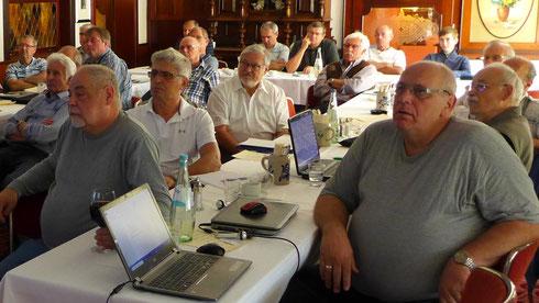 Ganz vorne: Edwin Schefold und Joachim Gabriel vom WDP-Stammtisch Düren-Stockheim