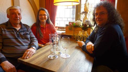 Ende der Mittagspause für Schorsch, Erika und Dietmar. Gleich geht's weiter mit Bernds Vortrag.