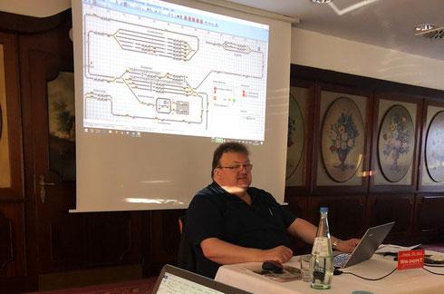 Bernd veranschaulicht per Demoprojekt und Beamerpräsentation die unzähligen Neuerungen in WDP 2018
