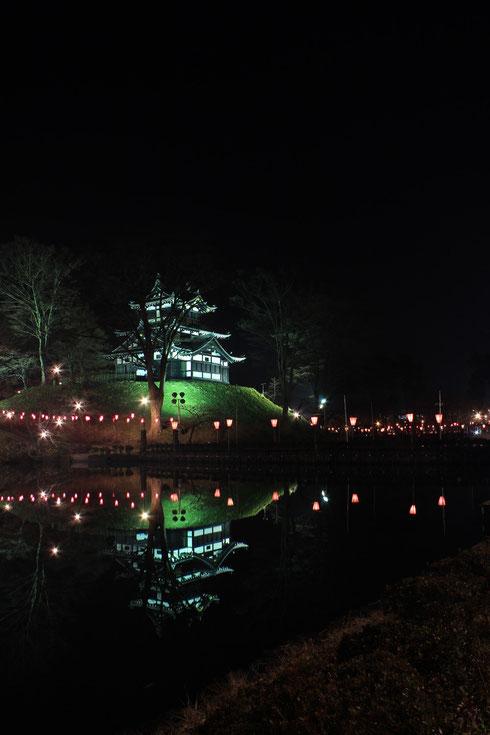 ボンボリの点灯が湖面にも