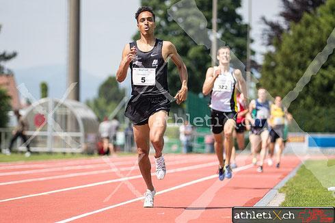 Hochstrasser Jan (BTV Aarau Athletics, SUI, #5) gewinnt das 800 m Rennen