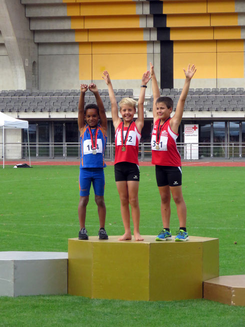 U10: Elia Wildhaber (Mitte, 1. Rang) und David Brügger (rechts, 3. Rang)