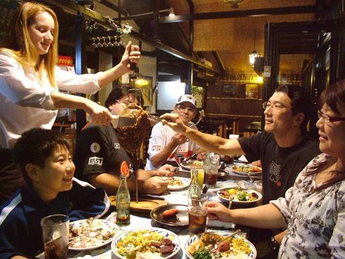 Choupana:お肉はお客様の目の前でスタッフが切り分けます
