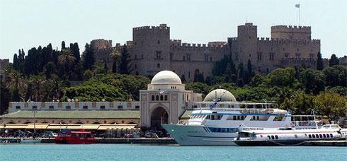 Mandraki Limanı ve Nea Agora