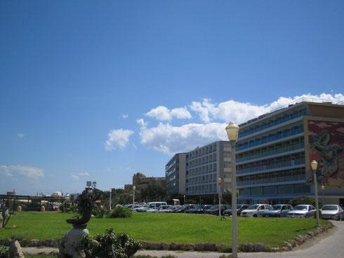 Elli Plajı arkasındaki oteller