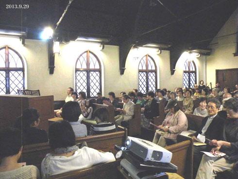 熊本教会、酒井多賀志オルガンリサイタル会場、下は開演前の演奏者