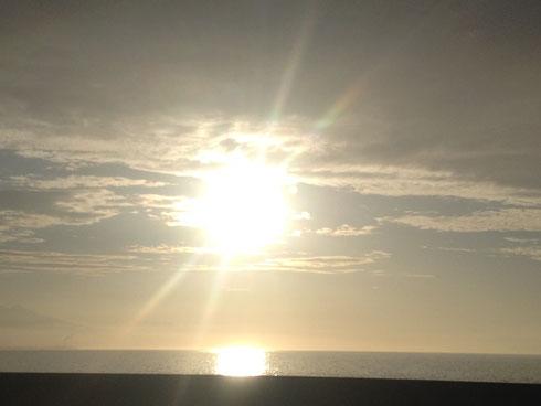 夜明けの太陽