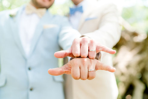 Die Trauringe meiner beiden Bräutigame. Hochzeit im Moods Heidelberg. Foto: Wedding by Gerald / Gerald Hasani Fotografie