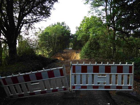Ausbaulücke an der Landstraße wegen der noch fehlenden Brücke