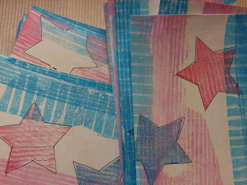 Rote und blaue Streifen-Sterne kommen dazu.