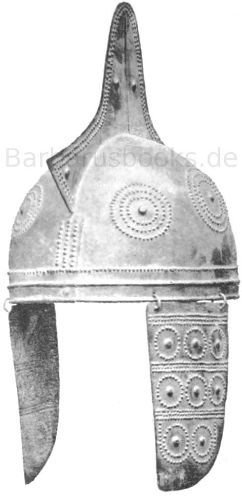 Helm, ohne die Ohrlappen 27 cm. Fundort im Pass Lueg. Museum Salzburg. Erz.