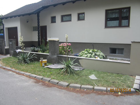 Gartenmauer und Sockel vorher