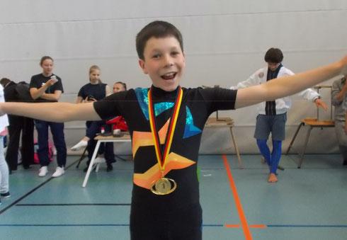 Elias Michalk wird 1.  bei der DM-Podest Jugend in Kiel