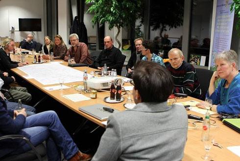 Reges Intersse beim Treffen des Bienennetzwerkes Ruhrgebiet