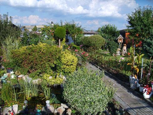 ein liebevoll gestalteter Garten