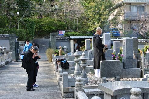 春彼岸の墓参風景