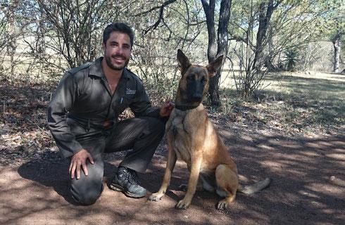 Tal Fineberg - Manager des Mbuluzi Game Reserve und seine Begleiterin Kira