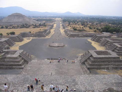 Teotihuacán, cité précolombienne - Vue sur la Chaussée des Morts depuis la Pyramide de la Lune