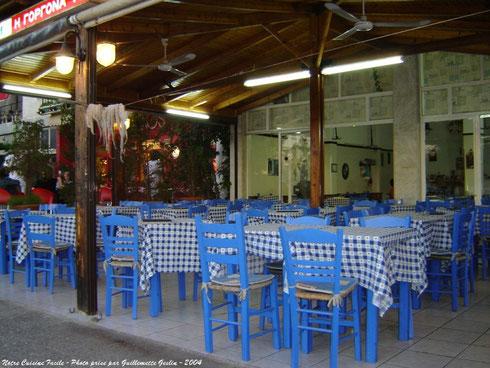 Taverne grecque près d'Oropos (Grèce)