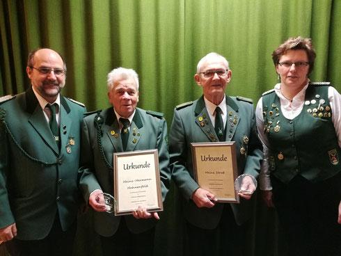 von links: Jörg Hälßig (Schießsportleiter), Heinz-Hermann Hahnenfeld, Heinz Struß, Ulrike Kück (1. Vorsitzende)
