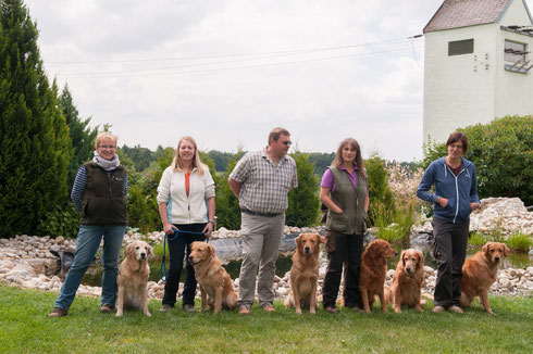 von li. nach re. Ich und Elly, Anita mit Balu, Franz mit Finlay, Sonja mit Bandit und Richie, Bianca mit Lino;