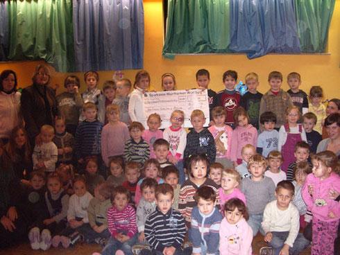 """Frau Silberschneider mit den Kids vom Kath. Kindergarten """"St. Sebastian"""""""