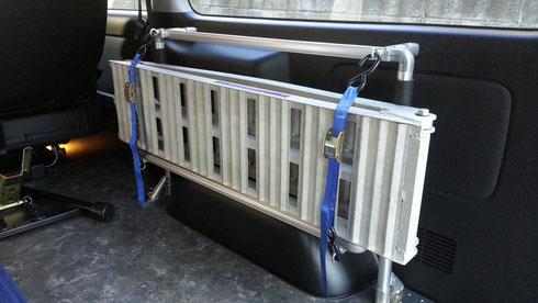 ハイエース用のトランポプロ製室内キャリアで、お仕事の道具などを効率よく積載・収納することができます。