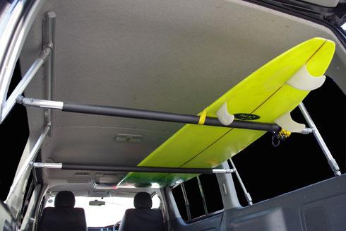 ボードや脚立の積載に最適なハイエース用車内キャリアラックです。