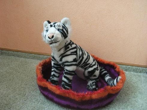 So schöne Katzenkörbchen entstehen aus Wollresten