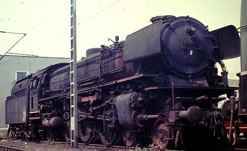 Die edlen Schnellzug-Dampfloks der Baureihe 03.10 waren nun überflüssig. Hier steht die 03 1001 Anfang 1970 schrottreif im Bw Hagen-Eckesey (Aufnahme: Dr. Richard Vogel, Berlin).