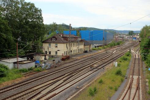 Ähnlicher Blick am 19.06.2019: Antelle des DB-Containerkrans ist nun die blaue Lärmschutzwand des KSW-Terminals zu sehen, eine Gleisverbindung ist verschwunden, einige Weichen sind erneuert worden...