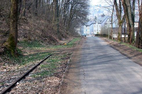 2009 liegt noch ein Stück ehemaliges Strassenbahngleis in Kaan-Marienborn