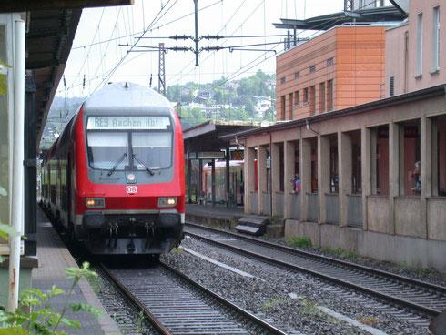 Gleiche Blickrichtung 2006 mit RE9 Siegen-Aachen (Aufnahme: Dr. Richard Vogel, Berlin)
