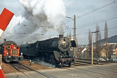 1969 führt 44 206 einen Personenzug Richtung Betzdorf