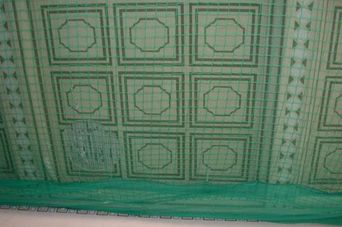 Geflieste Decke mit Schutznetz 2009
