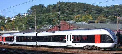 Zweiteiliger FLIRT des Herstellers Stadler-Pankow in Diensten von Abellio im Bahnhof Siegen 2008 (Aufnahme: Dr. Richard Vogel, Berlin)