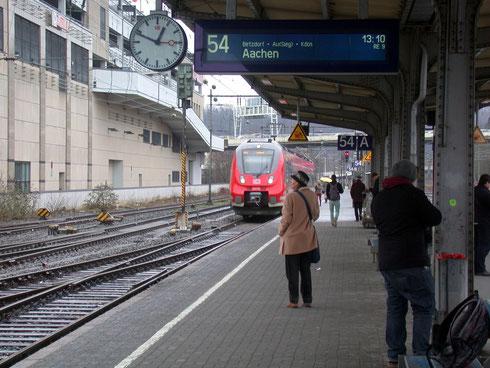 Dreiteiliger Talent 2 erreicht den Bahnhof Siegen im Februar 2013