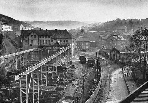 Abb. 1: Werk III mit Großgußlager, Kran und Werksbahngleisen 1950 (Aufnahme Waldrich, Siegen).